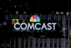 Les câblo-opérateurs américains Comcast et Charter Communications ont annoncé lundi un partenariat dans le domaine des télécommunications mobiles, qui doit leur permettre d'enrichir leur offre de services pour limiter les désabonnements. /Photo d'archives/REUTERS/Brendan McDermid