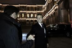 La bolsa española cerró el lunes con caídas una sesión caracterizada por la toma de beneficios, sobre todo en el sector bancario, tras confirmarse la esperada victoria en las eleccciones presidenciales francesas de Emmanuel Macron, el candidato preferido por los mercados financieros. En la imagen, Macron tras conocer el resultado el 7 de mayo de 2017 en París.  REUTERS/Philippe Lopez/Pool