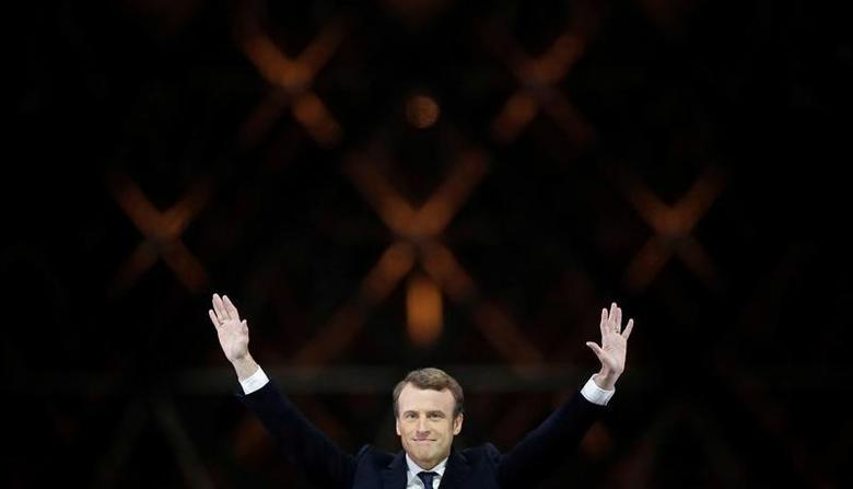 French President-elect Emmanuel Macron celebrates on the stage  May 7, 2017 at his victory rally near the Louvre in Paris, France. Picture taken May 7, 2017.  REUTERS/Christian Hartmann