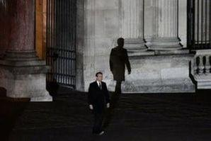 French President elect Emmanuel Macron walks towards the stage at the Louvre Museum to give a speech to supporters after results in the 2017 presidential election in Paris, France, May 7, 2017.  Picture taken May 7, 2017.    REUTERS/Philippe Lopez/Pool
