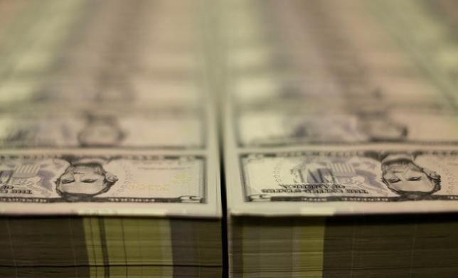 5月9日、正午のドル/円は、ニューヨーク市場午後5時時点に比べわずかにドル安/円高の113.19/21円。写真はワシントンで2015年3月撮影(2017年 ロイター/Gary Cameron)