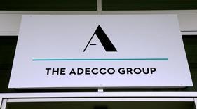 Adecco a vu son bénéfice augmenter de plus de 20% au premier trimestre, une hausse plus forte prévu. Le numéro un mondial du travail temporaire a annoncé mardi que son bénéfice net avait atteint 176 millions d'euros au premier trimestre contre une prévision moyenne de 165 millions d'euros de la part des analystes interrogés par Reuters. /Photo d'archives/REUTERS/Arnd Wiegmann