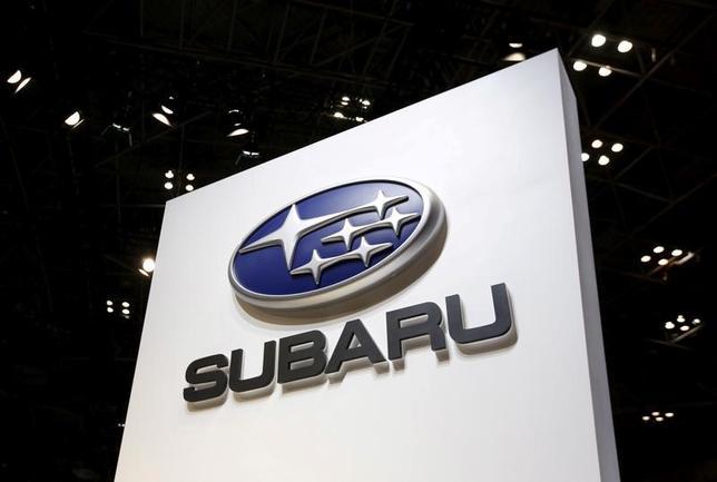 5月9日、SUBARUは、2018年3月期(今期)の連結営業利益が前期比0.2%減の4100億円になる見通しと発表した。写真は同社のロゴ。都内で2015年11月撮影(2017年 ロイター/Issei Kato)