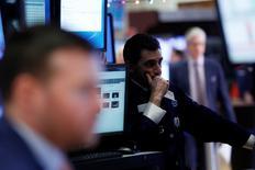 La Bourse de New York évolue sans grand changement en début de séance mardi. L'indice Dow Jones gagne 12,05 points, soit 0,06%, quelques minutes après l'ouverture. /Photo d'archives/REUTERS/Andrew Kelly