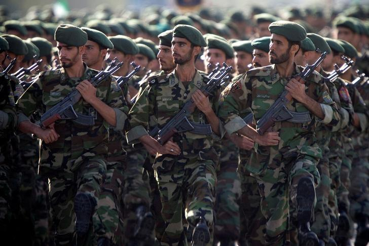 Members of Iran's Revolutionary Guards march during a military parade to commemorate the 1980-88 Iran-Iraq war in Tehran September 22, 2007. REUTERS/Morteza Nikoubazl/Files