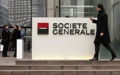 Les banques Credit suisse, JP Morgan et Société générale ont été mandatées comme coordinateurs globaux pour l'introduction en Bourse d'ALD, la filiale de la SocGen spécialisée dans la gestion de flottes de véhicules, a-t-on appris mardi de sources au fait du dossier. /Photo d'archives/REUTERS/Benoit Tessier