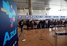 Check-in da Azul no Aeroporto de Viracopos, em Campinas, no Brasil 11/04/2017 REUTERS/Paulo Whitaker