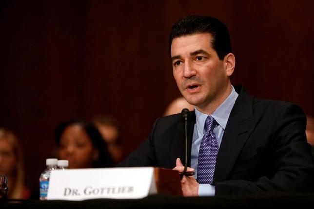 5月9日、米上院は、米食品医薬品局(FDA)長官に、医療政策の専門家でベンチャーキャピタリストのスコット・ゴットリーブ氏(写真)を充てる人事を57対42で承認した。ワシントンで5日撮影(2017年 ロイター/Aaron P. Bernstein)