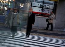 La Bourse de Tokyo a fini en hausse mercredi, pour renouer avec des plus hauts de 17 mois, en dépit du renchérissement du yen et des tensions géopolitiques.   L'indice Nikkei a gagné 57,09 points (+0,29%) à 19.900,09 points. /Photo prise le 23 janvier 2017/REUTERS/Kim Kyung-Hoon