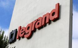 Legrand, spécialiste des infrastructures électriques et numériques du bâtiment, a annoncé mercredi deux nouvelles acquisitions ciblées aux Etats-Unis. /Photo d'archives/REUTERS/Jacky Naegelen