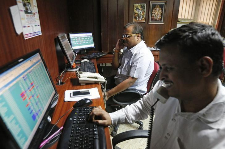 Brokers trade at their computer terminals at a stock brokerage firm in Mumbai January 15, 2015.REUTERS/Shailesh Andrade/Files