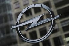 PSA s'attend à ce qu'Opel, en cours d'acquisition par le groupe automobile français, affiche encore des pertes en 2017.  /Photo d'archives/REUTERS/Thomas Peter