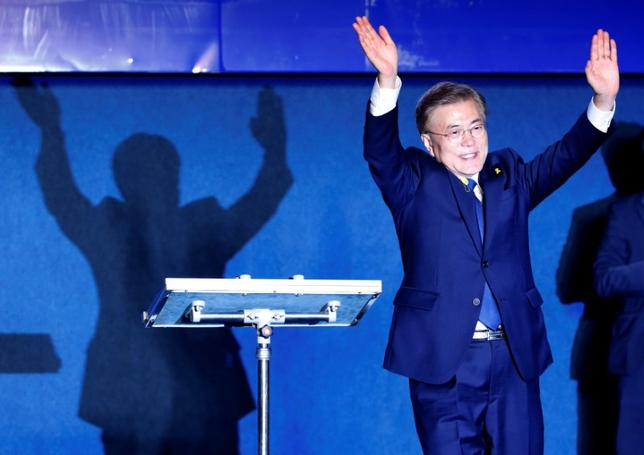 South Korea's president-elect Moon Jae-in thanks supporters at Gwanghwamun Square in Seoul, South Korea, May 9, 2017. REUTERS/Kim Kyung-Hoon