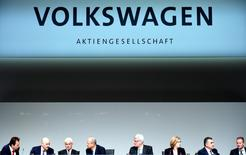 Volkswagen CEO Matthias Mueller (3rd L) and Hans Dieter Poetsch, chairman of the supervisory board (4th L) and board members attend the annual shareholder meeting in Hanover, Germany May 10, 2017.  REUTERS/Fabian Bimmer