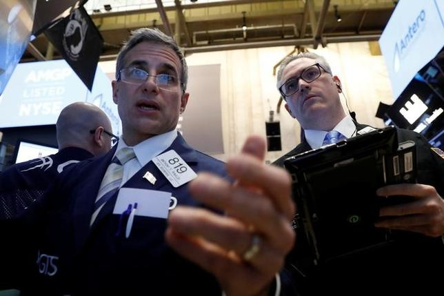 Traders work on the floor of the New York Stock Exchange (NYSE) in New York, U.S., May 4, 2017. REUTERS/Brendan McDermid