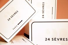 LVMH a annoncé mercredi le lancement d'un site de e-commerce multimarque inspiré du Bon Marché, visant à offrir une nouvelle vitrine au luxe parisien et marquant une nouvelle étape dans la stratégie digitale du groupe. /Photo prise le 5 mai 2017/REUTERS/Gonzalo Fuentes
