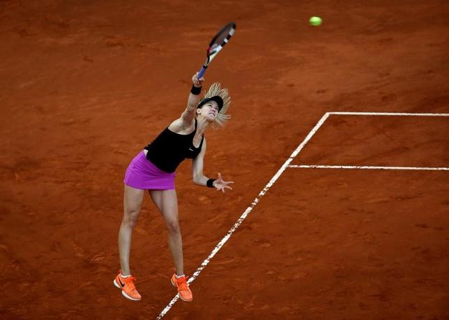 5月10日、テニスのマドリード・オープン、女子シングルス3回戦で世界ランク60位のウージニー・ブシャール(写真)が、第1シードのアンゲリク・ケルバーに勝ち準々決勝に進出した(2017年 ロイター/Susana Vera)