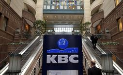 The logo of Belgian banking and insurance group KBC is seen at the entrance of the company's headquarters in Brussels February 9, 2012. KBC presented its 2011 full year results on Thursday. /Photo d'archives/REUTERS/Yves Herman