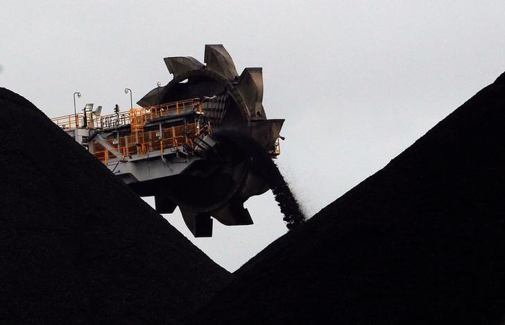 A reclaimer places coal in stockpiles at the coal port in Newcastle June 6, 2012.    REUTERS/Daniel Munoz/File Photo