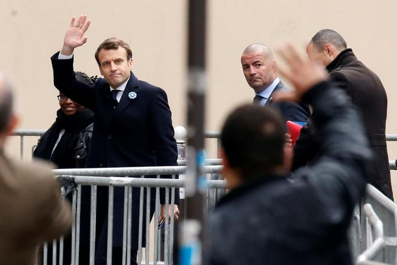 French President elect Emmanuel Macron waves as he arrives at his campaign headquarters in Paris, France, May 8, 2017. REUTERS/Gonzalo Fuentes/Files