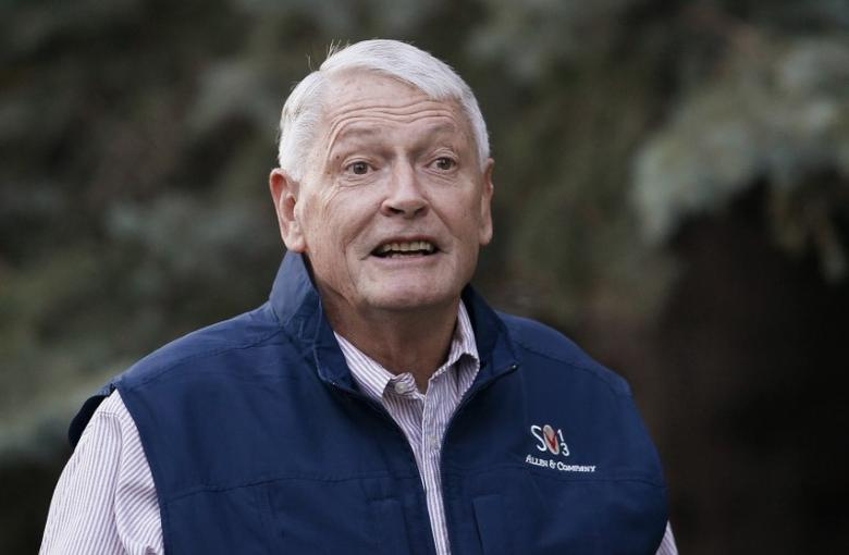 FILE PHOTO: Liberty Media Corp. chairman John Malone arrives at the annual Allen and Co. conference at the Sun Valley, Idaho Resort July 12, 2013.  REUTERS/Rick Wilking