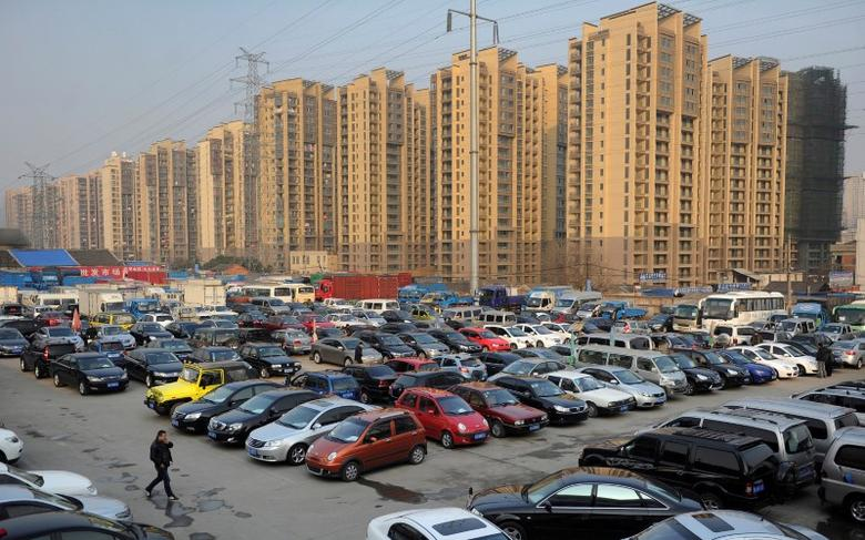 Car dealers and customers walk at a second-hand car market near a newly-built residential area in Hefei, Anhui province, China January 26, 2013.REUTERS/Stringer