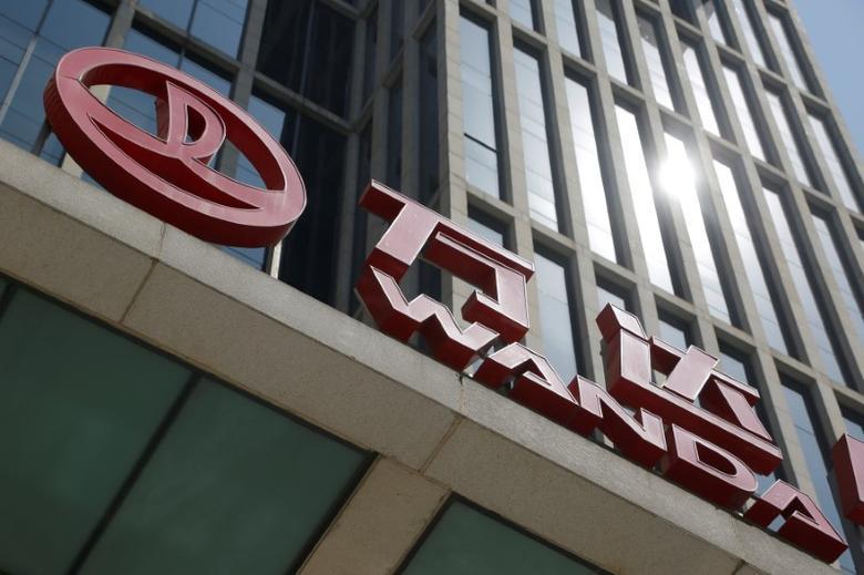 FILE PHOTO: Dalian Wanda Group's Wanda Plaza building is pictured  in Beijing, China, May 17, 2016. REUTERS/Kim Kyung-Hoon/File Photo