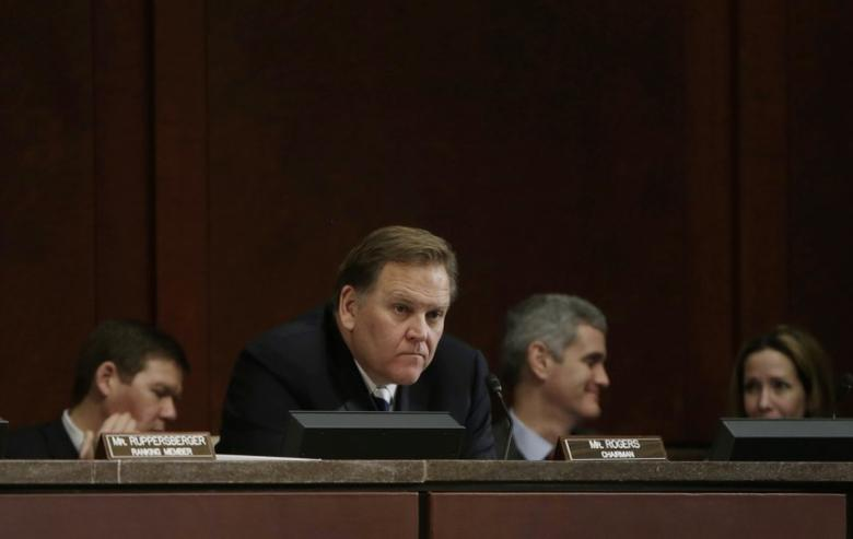 Chairman U.S. Rep. Mike Rogers (R-MI) (C) listens to testimony at the House Intelligence Committee on ''Worldwide Threats'', in Washington February 4, 2014.        REUTERS/Gary Cameron
