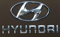 FILE PHOTO - The logo of South Korean car manufacturer Hyundai is seen at a car dealer in Dietlikon, Switzerland October 11, 2016.  REUTERS/Arnd Wiegmann/File Photo