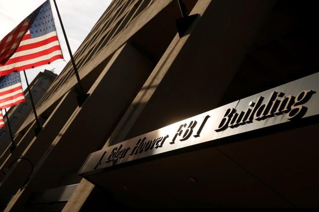 5月11日、米ホワイトハウスのサラ・ハッカビー・サンダース副報道官は、トランプ大統領が近日中に連邦捜査局(FBI)本部を訪れる予定であることを明らかにした。写真は9日、ワシントンのFBI本部庁舎(2017年 ロイター/Jonathan Ernst)