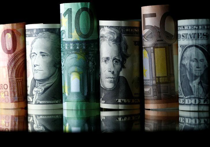 2017年4月28日,美元、欧元和英镑现钞。REUTERS/Dado Ruvic