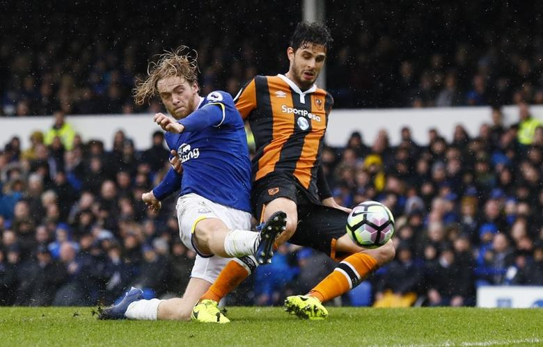 Britain Football Soccer - Everton v Hull City - Premier League - Goodison Park - 18/3/17 Everton's Tom Davies in action with Hull City's Andrea Ranocchia  Action Images via Reuters / Jason Cairnduff Livepic