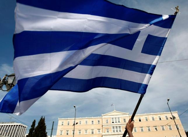 5月11日、ギリシャ政府の報道官は、欧州連合(EU)の欧州委員会が2.1%に下方修正した今年の同国成長率予想について、追加支援の条件となる改革状況の第2次審査が終了すれば、予想を上回るとの見通しを示した。写真はアテネで2010年5月撮影