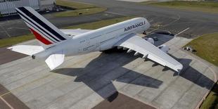 """Air France-KLM a confirmé vendredi lors de sa journée investisseurs ses objectifs 2020 et le lancement de sa compagnie à coûts réduits """"Boost"""" l'hiver prochain. /Photo prise le 14 mars 2017/REUTERS/Philippe Wojazer"""
