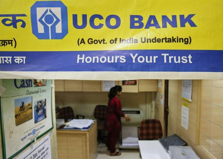 A staff member works inside a commercial branch of the UCO Bank in Mumbai June 1, 2013.  REUTERS/Vivek Prakash/Files