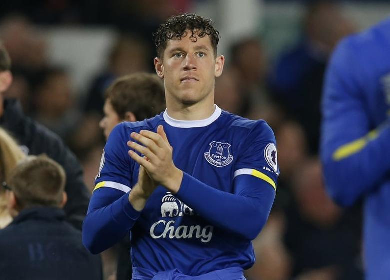 Britain Football Soccer - Everton v Watford - Premier League - Goodison Park - 12/5/17 Everton's Ross Barkley applauds fans after the match  Reuters / Andrew Yates Livepic