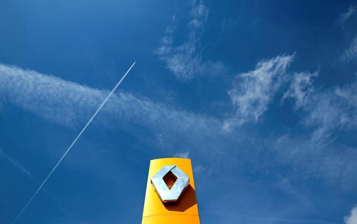 FILE PHOTO -  A Renault car company logo is seen outside an automobile dealership in Nice, France, March 29, 2016.    REUTERS/Eric Gaillard/File Photo