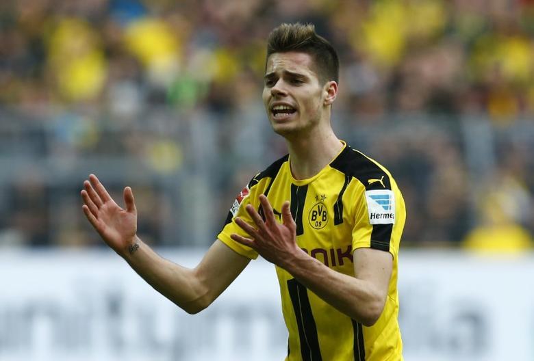 Borussia Dortmund's Julian Weigl reacts Reuters / Ralph Orlowski