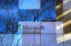 Le président de Microsoft, Brad Smith, a paru confirmer dimanche les conclusions des experts sur la cyberattaque mondiale survenue vendredi, qui estiment que le code d'exploitation du virus, détenu par la NSA, a été volé à l'agence en avril. /Photo prise le 25 janvier 2017/REUTERS/Brian Snyder