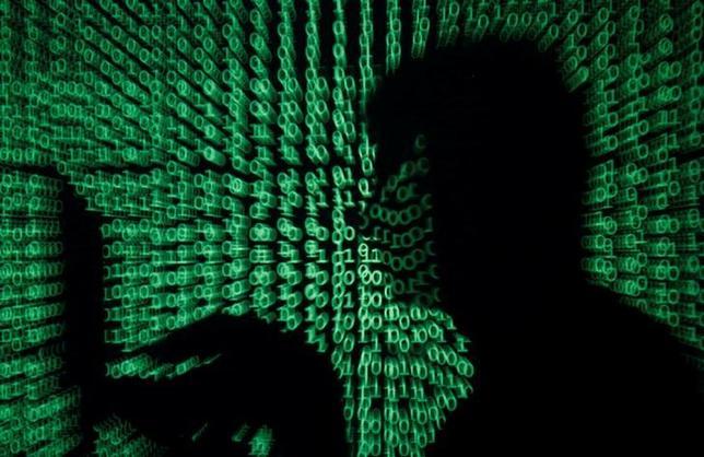 5月15日、世界的に広がっている大規模なサイバー攻撃で、アジアの政府や企業でも被害が出ていることが分かった。サイバーセキュリティーの専門家は今後さらに被害が拡大する恐れもあるとしている。写真は13日撮影。世界約100カ国で米国家安全保障局が開発したとされるスパイ技術を悪用し、サイバー攻撃が起きた(2017年 ロイター/Kacper Pempel)