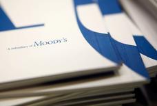 L'agence de notation Moody's a annoncé lundi le rachat du fournisseur d'informations financières néerlandais Bureau van Dijk pour environ 3,3 milliards de dollars (3,0 milliards d'euros) en vue de développer sa capacité d'analyse financière. /Photo prise le 6 février 2017/REUTERS/Amir Cohen