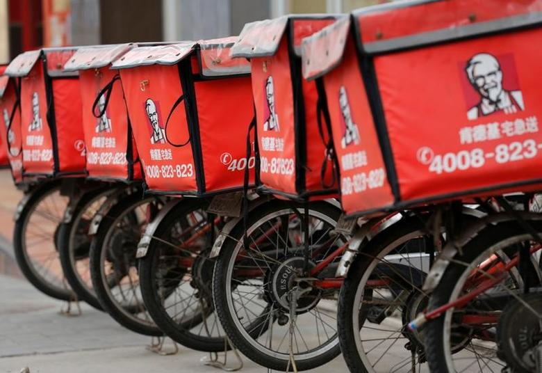 FILE PHOTO --  Logos of KFC, owned by Yum Brands Inc, are seen on its delivery bicycles in front of its restaurant in Beijing February 25, 2013.   REUTERS/Kim Kyung-Hoon/File Photo - RTSQXPR