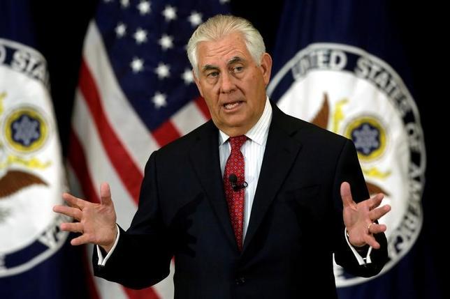 5月15日、ティラーソン米国務長官(写真)は、トランプ米大統領とラブロフ外相との会談では、テロ対策での共通の取り組みや脅威など広範囲にわたる問題についての議論があったとの声明を発表した。写真はワシントンで3日撮影(2017年 ロイター/Yuri Gripas)