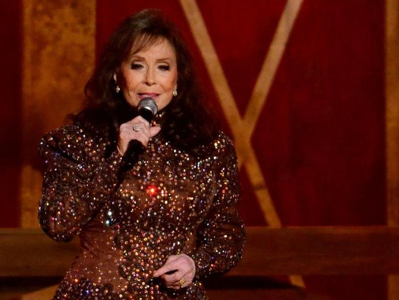 FILE PHOTO: Musician Loretta Lynn performs during the 48th Country Music Association Awards in Nashville, Tennessee November 5, 2014. REUTERS/Harrison McClary/File Photo