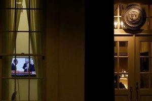 A television plays a news report on U.S. President Donald Trump's recent Oval Office meeting with Russia's Foreign Minister Sergei Lavrov and Ambassador to the U.S. Sergei Kislyak as night falls on offices and the entrance of the West Wing White House in Washington, U.S. May 15, 2017.  REUTERS/Jonathan Ernst