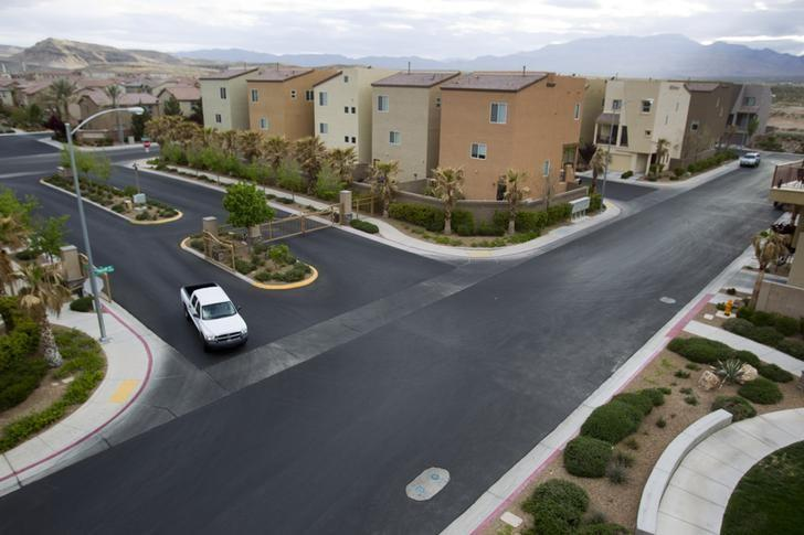 A view of a neighborhood with three story homes in Las Vegas, Nevada April 4, 2013. REUTER/Steve Marcus/Files