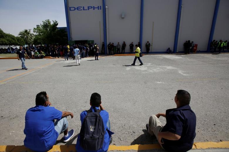 Employees of automotive supplier Delphi are pictured during a shift change in Ciudad Juarez, Mexico, April 25, 2017. REUTERS/Jose Luis Gonzalez