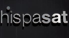 Hispasat, la société de satellites dont le groupe de BTP Abertis est actionnaire majoritaire, est un actif stratégique pour l'Etat espagnol, a déclaré mardi le ministre de l'Economie Luis de Guindos. /Photo d'archives/REUTERS/Sergio Perez