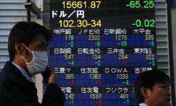 La Bourse de Tokyo a fini mercredi en baisse de 0,53%. L'indice Nikkei a cédé 104,94 points à 19.814,88. /Photo d'archives/REUTERS/Yuya Shino