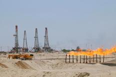 Flames emerge from a pipeline at Rumaila oilfield in Basra, Iraq, May 11, 2017.  REUTERS/Essam Al-Sudani